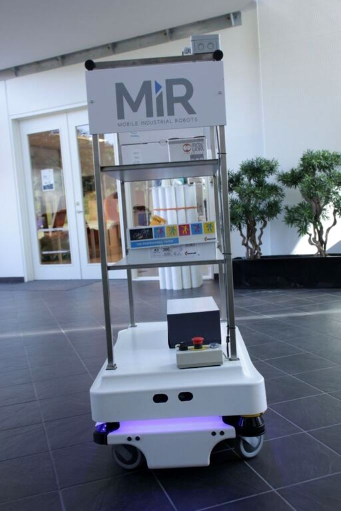 mir zacobria mobile-industrial-robots agv office 1