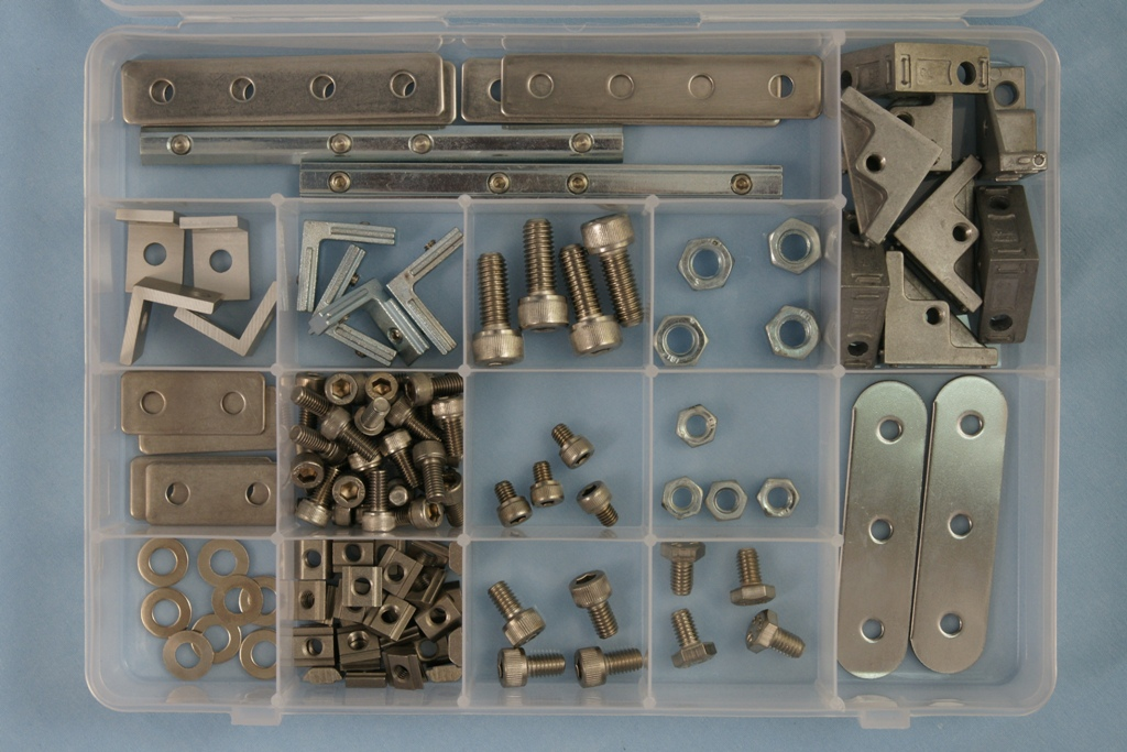Universal-Robots Zacobria bracket kit box open